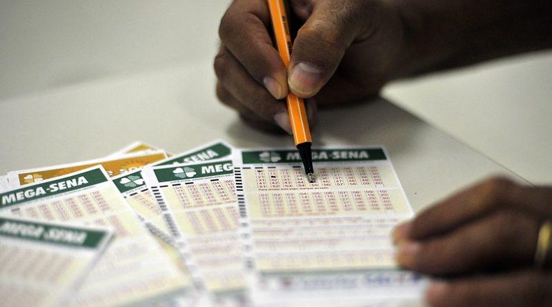 Mega-Sena pode pagar até R  27 milhões neste sábado – Destaque1 ... f8dcc7c558233
