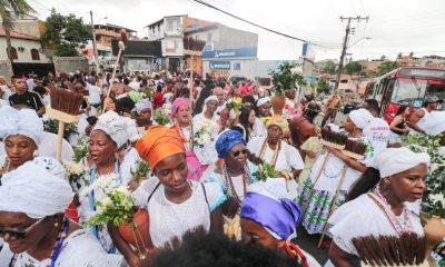 Lauro de Freitas: Cortejo Cultural arrasta multidão nos 35 anos da Lavagem do Caranguejo