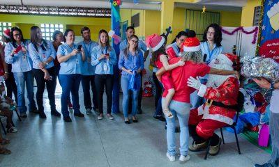 Dias d'Ávila: crianças da Creche São Francisco de Assis recebem doações da Ford