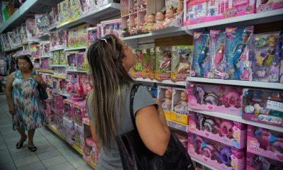 Pais devem redobrar atenção ao comprar brinquedos para os filhos durante o Natal