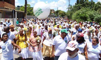 Cerca de 20 mil pessoas participam do cortejo de abertura da lavagem de Jauá