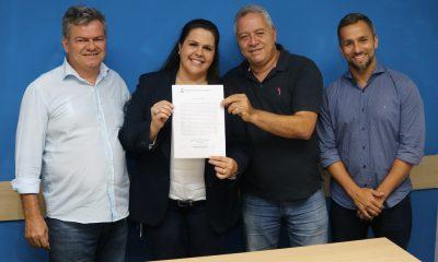 Cristiane Bacelar toma posse como vereadorana Câmara Municipal de Camaçari