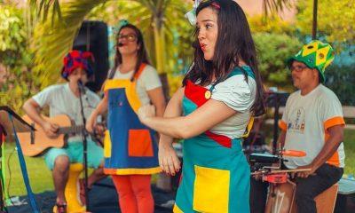 Grupo Pé de Lata anima bailinho infantil de carnaval no Boulevard Shopping Camaçari