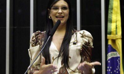 """""""O Governo Bolsonaro agiu prudentemente ao indicar voto favorável a professores e policiais"""", dispara Dayane"""