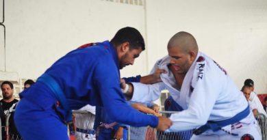 Atletas de Camaçari vendem rifas e doces para disputar Campeonato Brasileiro de Jiu-Jitsu em São Paulo