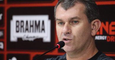 Vitória perde e demite segundo técnico da temporada