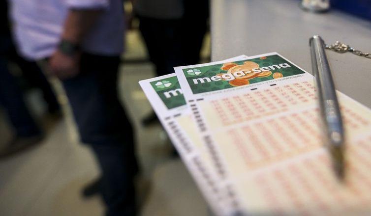 Mega-Sena paga neste sábado prêmio de R$ 2,5 milhões