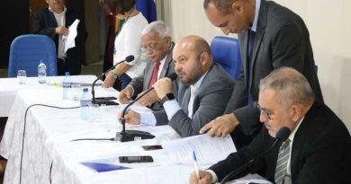 Val Estilos defende aquisição de novos equipamentos para exames no tratamento de câncer