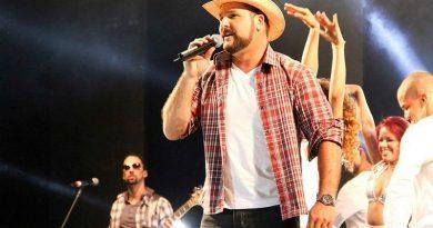 Cantor da banda Estakazero, Léo Macedo fará sessão de autógrafos no Boulevard Shopping
