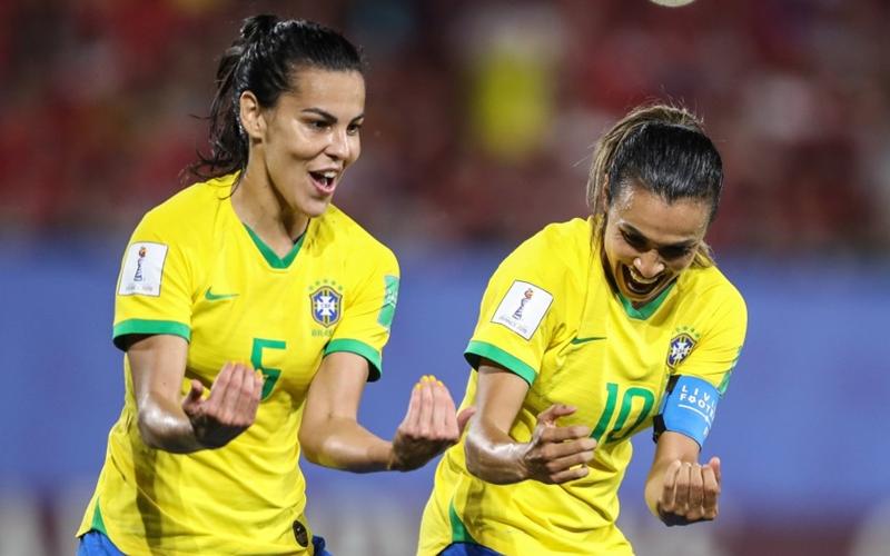 Após vitória sobre a Itália, Brasil aguarda adversária para oitavas