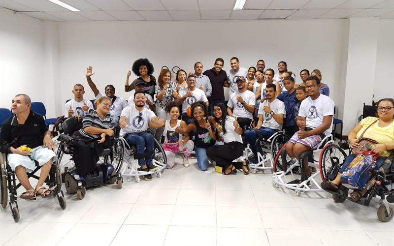 Paratletas de basquete ganham novas cadeiras de rodas em Dias d'Ávila