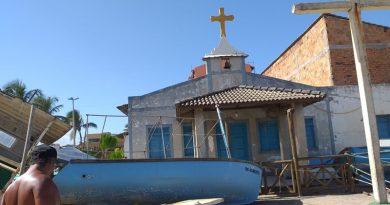 Defesa Civil interdita Igreja São Francisco em Arembepe; 67 pescadores são prejudicados pelo mau tempo