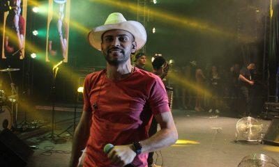 Rei da vaquejada, Thullio Milionário coloca Dias d'Ávila para 'dançar forró beijando'