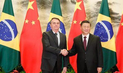 Bolsonaro se encontra com presidente chinês para assinatura de acordos
