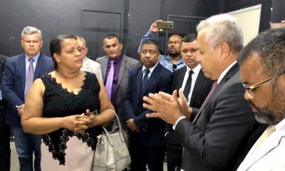 Governo derrota oposição e Câmara aprova projeto que garante gratificação aos professores