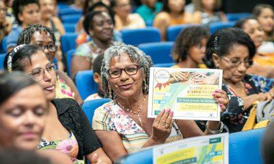 Artesãos recebem carteira profissional nacional em Camaçari