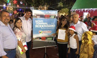 Jussara inaugura decoração de Natal e assina ordem de serviço para construção de nova Rodoviária