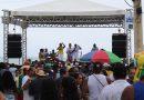 Lavagem de Jauá: música, praia e alegria marcam show do grupo Samba na Praça