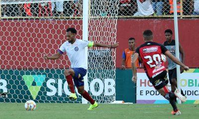 Bahia derrota Vitória e segue na liderança do Campeonato Baiano