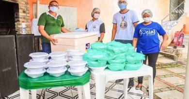 Projeto Sabor Solidário distribui 100 refeições para pessoas em vulnerabilidade social em Camaçari