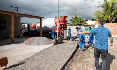 Elinaldo vistoria obras no Parque das Mangabas e ouve comunidade sobre demandas urgentes