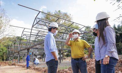 Elinaldo visita obras de reconstrução do Horto Florestal
