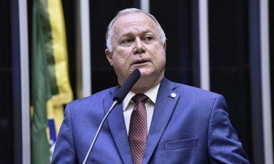 Azi critica Estado por 'omitir' recursos federais articulados por ele e Elinaldo para obras em Camaçari
