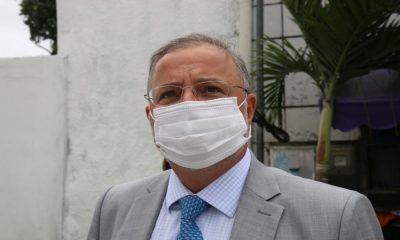 Governo assina acordo para testar 500 doses de vacina russa contra o coronavírus na Bahia