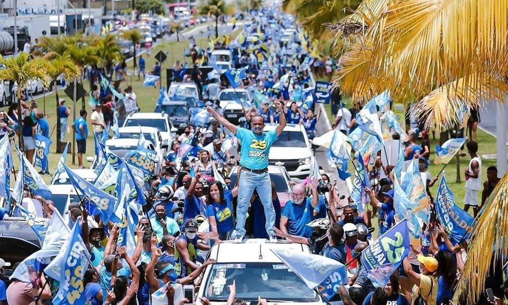 Clima de vitória: Elinaldo lidera outra mega carreata em Camaçari