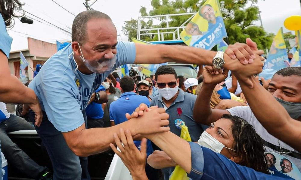 Em carreata gigantesca, Elinaldo reúne mais de mil veículos e consolida favoritismo