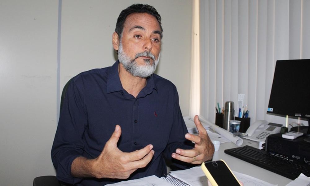 Elinaldo lamenta morte de Genival Seixas e suspende campanha eleitoral por três dias