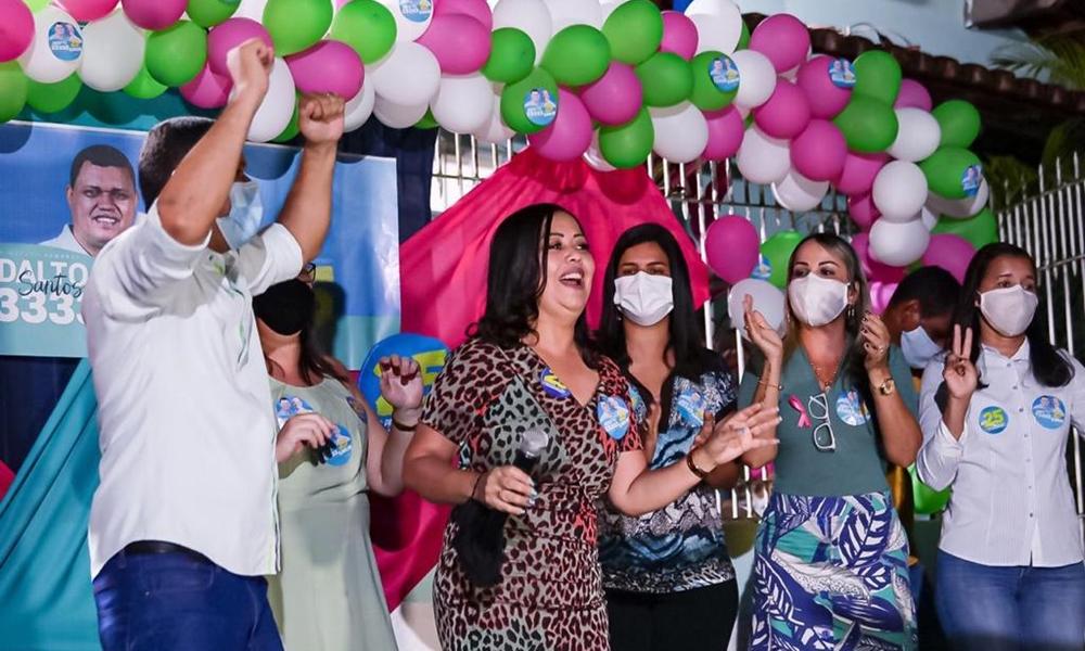 Tude e Ivana prestigiam inauguração do comitê de Adalto Santos