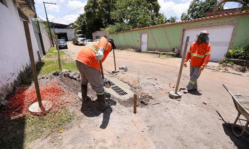 Seinfra completa obras de drenagem em dezenas de ruas na sede e orla de Camaçari