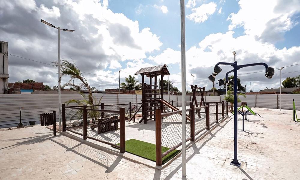 Obras da Praça do Burissatuba devem ser finalizadas em novembro, afirma Seinfra
