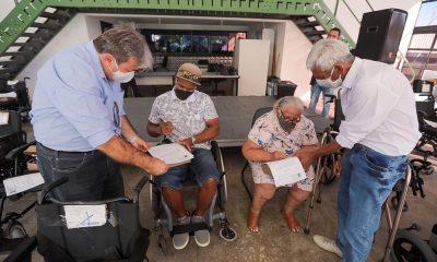 Prefeitura entrega mais 25 cadeiras de rodas e zera fila de espera