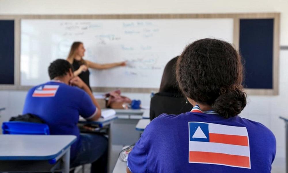 Professores da rede estadual entram em férias coletivas a partir de terça-feira