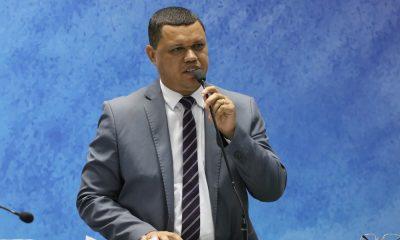 Candidato da igreja católica, Adalto Santos defende pautas sociais e humanitárias em Camaçari