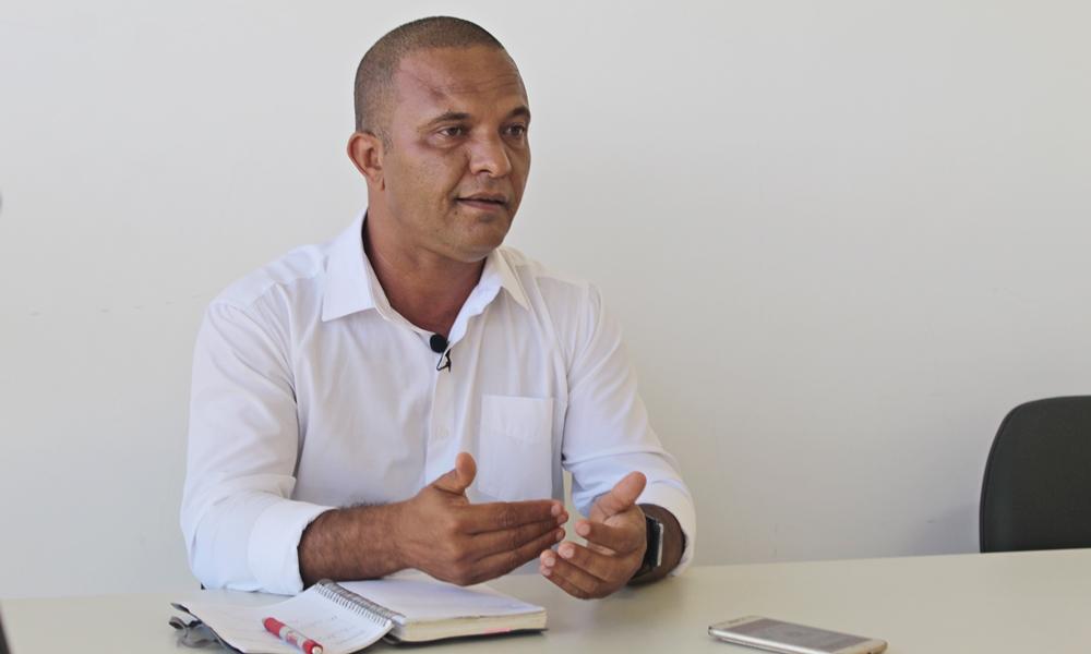 Deni de Isqueiro quer descentralizar serviços e dignificar a orla de Camaçari