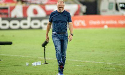 O adeus de Mano Menezes em um jogo marcado por polêmicas