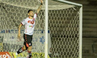 Fora de casa, Vitória goleia o Paraná com quatro gols