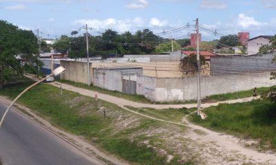 Moradores de Camaçari reivindicam indenização de terreno na região do Viaduto do Trabalhador