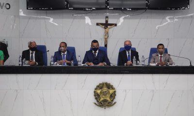 Elinaldo, Tude e vereadores tomam posse em Camaçari; Júnior Borges é eleito presidente da Câmara