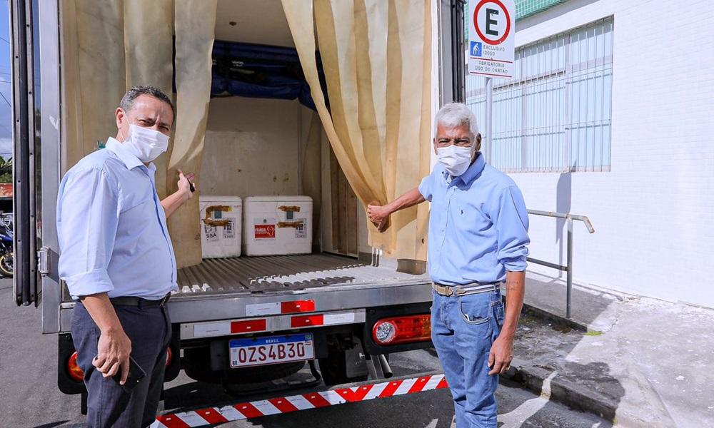 Camaçari recebe 2.040 doses de vacina contra a Covid-19