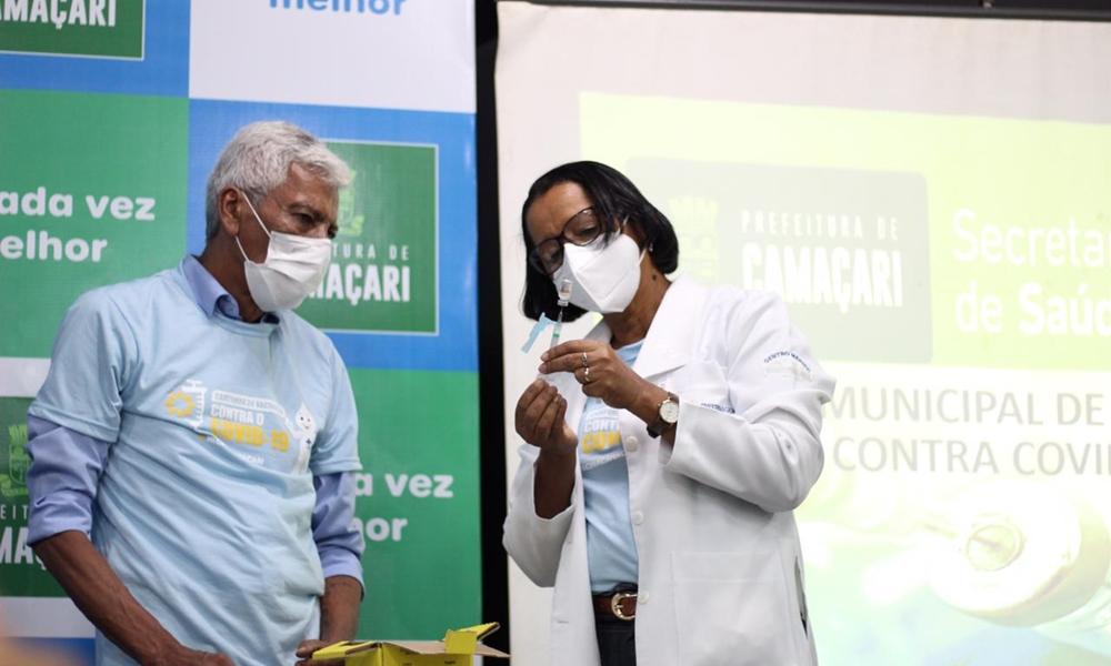 Técnica de enfermagem da UPA é a primeira camaçariense vacinada contra a Covid-19
