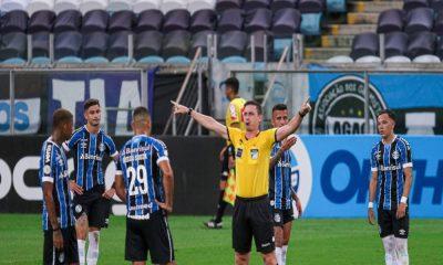 Bahia perde fora de casa em jogo marcado por polêmica na arbitragem