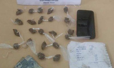 Jovem é preso em flagrante com pacotes de maconha em Dias d'Ávila