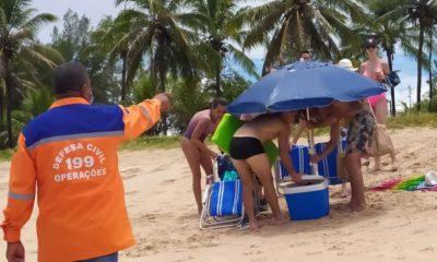 Apesar do caos na saúde, é preciso Defesa Civil tirar banhistas de praias em Camaçari