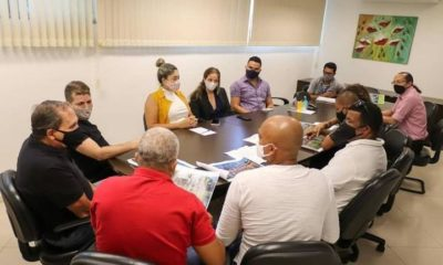 Prefeitura de Mata de São João apresenta projeto para novas barracas de praia em Imbassaí