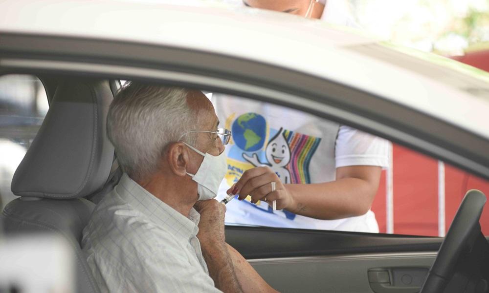 Idosos entre 69 e 71 anos serão vacinados contra Covid-19 em Salvador esta semana; confira cronograma