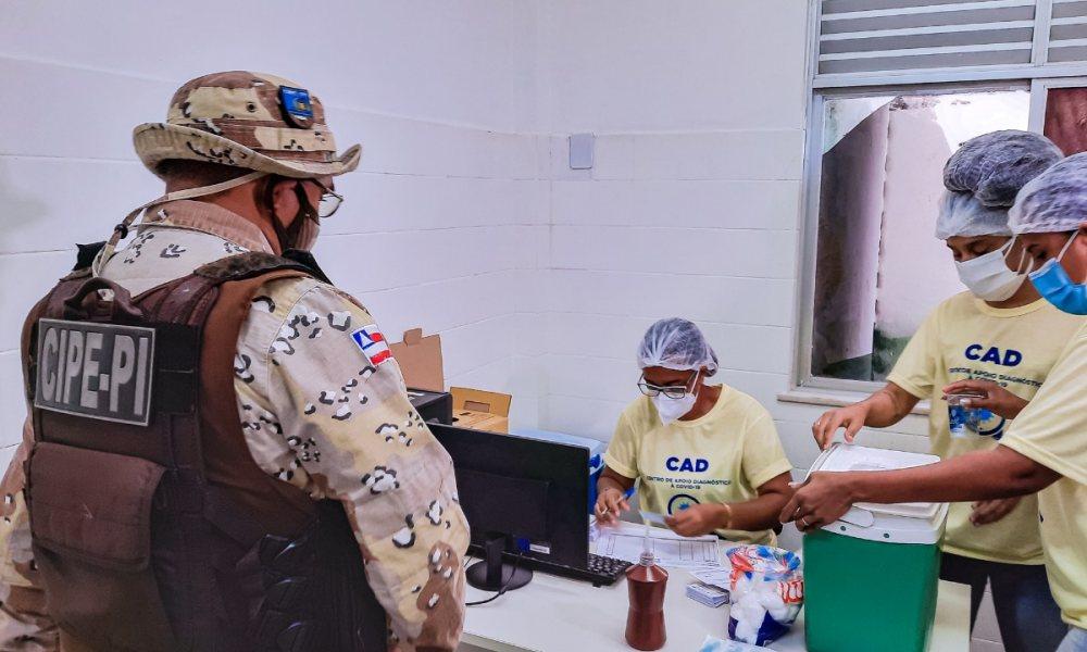 Vacinação contra Covid-19 em policiais, bombeiros e guardas municipais tem início em Camaçari